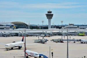 Der Flughafen München bietet eine gute Anbindung für Touristen
