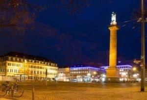 Darmstadt: Luisenplatz mit Ludwigsmonument bei Nacht