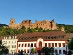Das Heidelberger Schloss im Stil der deutschen Romanik
