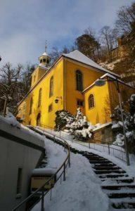 Kirche von Oybin im Zittauer Gebirge zur Winterzeit