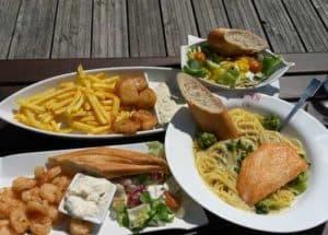 Fischgerichte an der Nordsee serviert auf Sylt