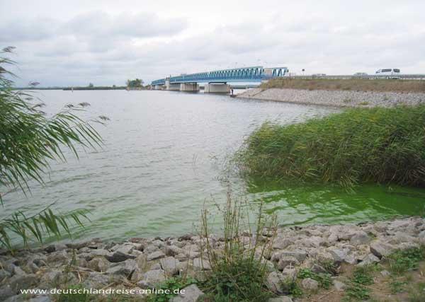 Zecheriner Brücke: Die Brücke zur Insel Usedom
