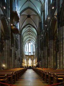 Das Mittelschiff des Kölner Doms