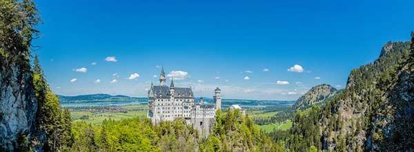 Neuschwanstein - ein wahres Märchenschloss - ist bei Touristen aus aller Welt beliebt