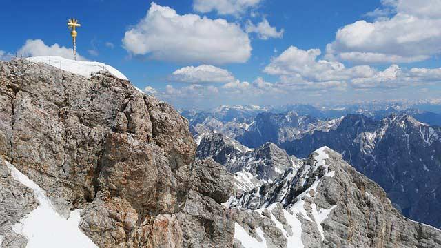 Die Zugspitze ist mit 2.962 m über NN der höchste Berg Deutschlands