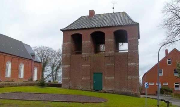 Kirchturm der Kirche in Victorbur