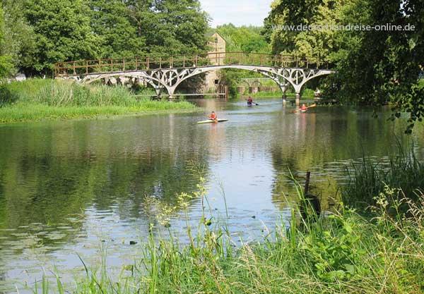 Auf dem Treidelweg am Finowkanal - Blick auf die historische Teufelsbrücke