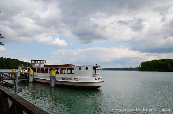 Der Werbellinsee mit dem Ausflugsschiff Altwarp