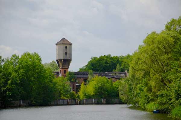 Der Finowkanal mit vielen Industriedenkmäler und dem Treidelweg an seiner Strecke