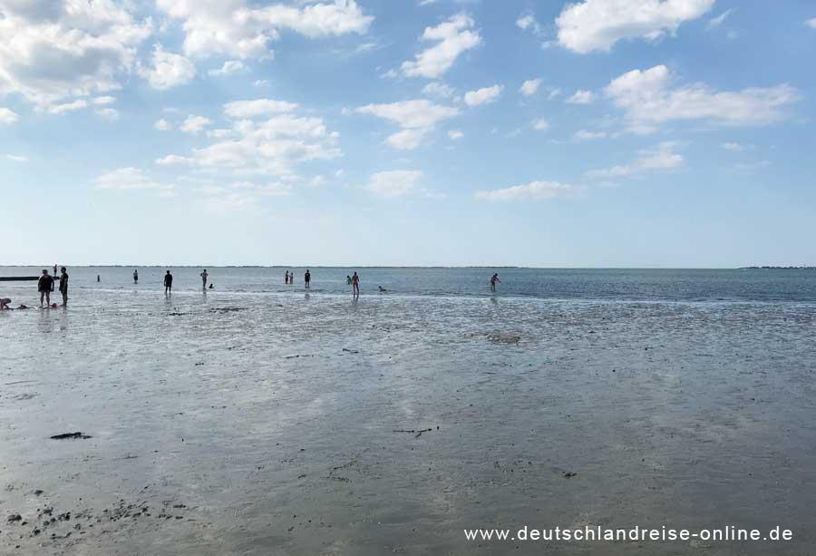 Neßmersiel - die Nordsee bei Ebbe © Deutschlandreise