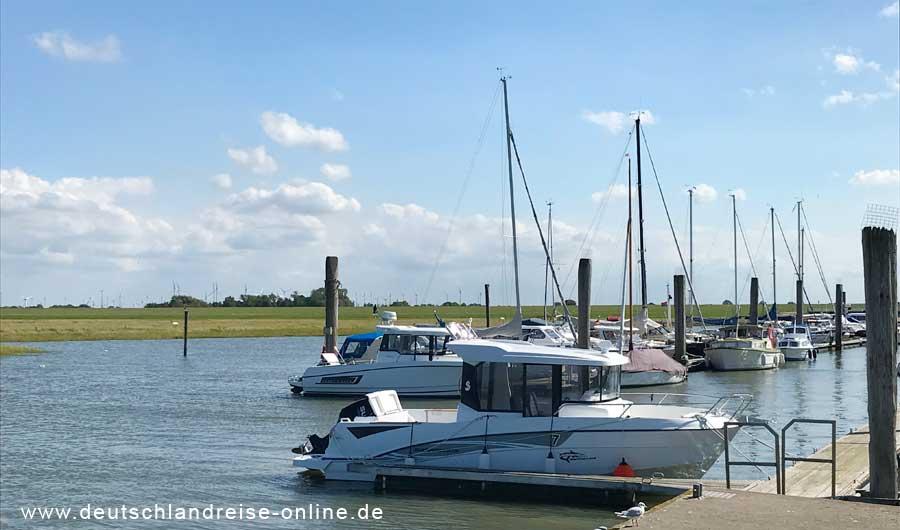 Hafen für Sportboote in Neßmersiel © Deutschlandreise