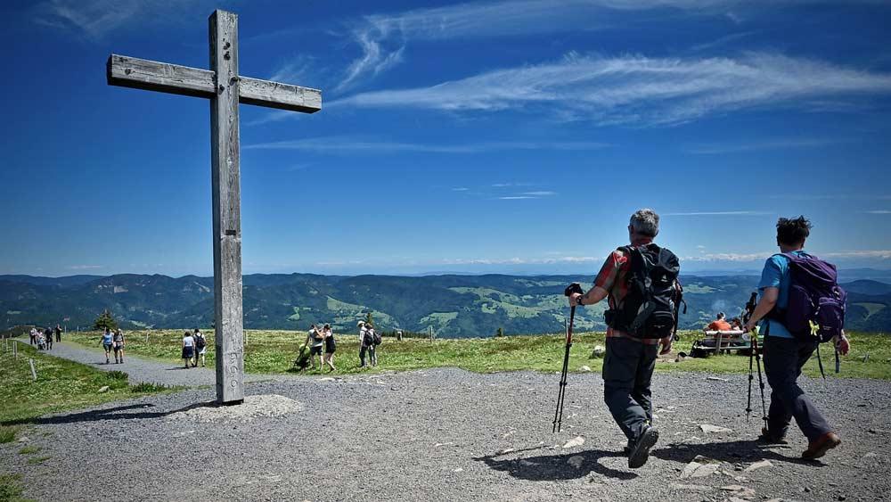 Wanderziel Gipfelkreuz im Schwarzwald