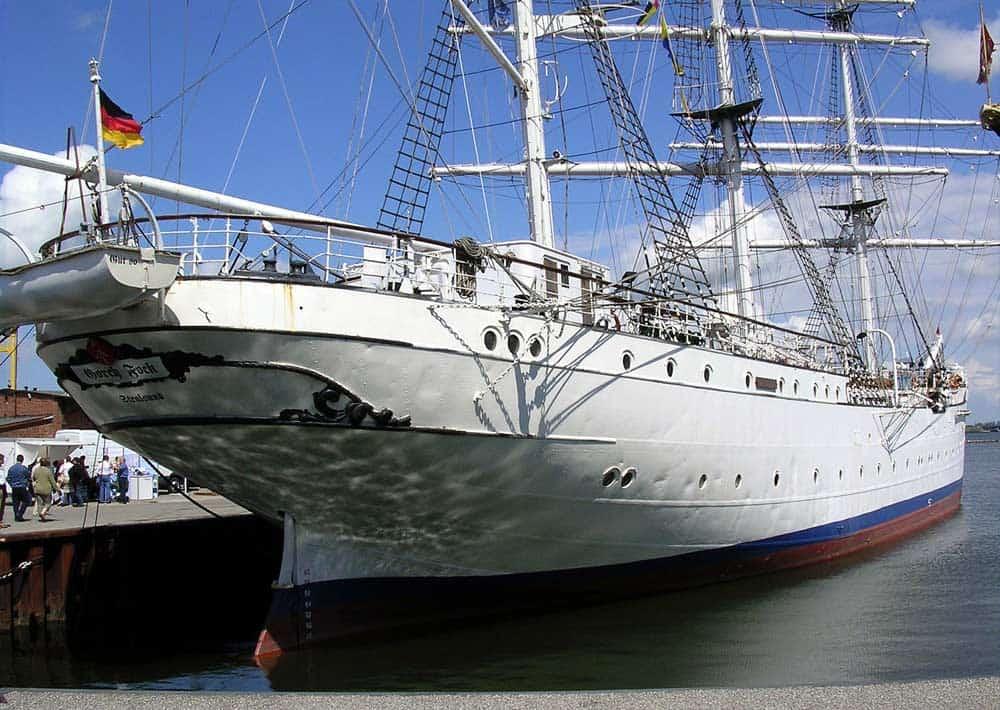 Stralsunder Hafen mit Museumsschiff Gorch Fock I